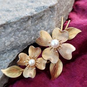 Vtg Real Pearl Goldplate Textured Flowers Brooch